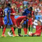 Роналду получил травму и на носилках покинул поле в первом тайме финала Евро-201